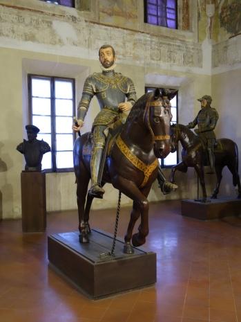 Sabbioneta, Palazzo Ducale; equestrian statues of Gonzaga ancestors