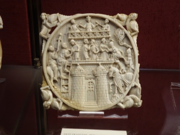 Bargello: French 14C ivory - Racy content