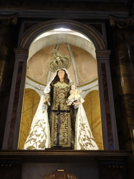 Hospital de Mujeres. Capilla de Carmen; this statue has real hair as well as clothes