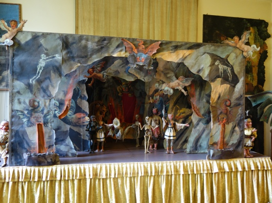 Isola Madre puppet theatre